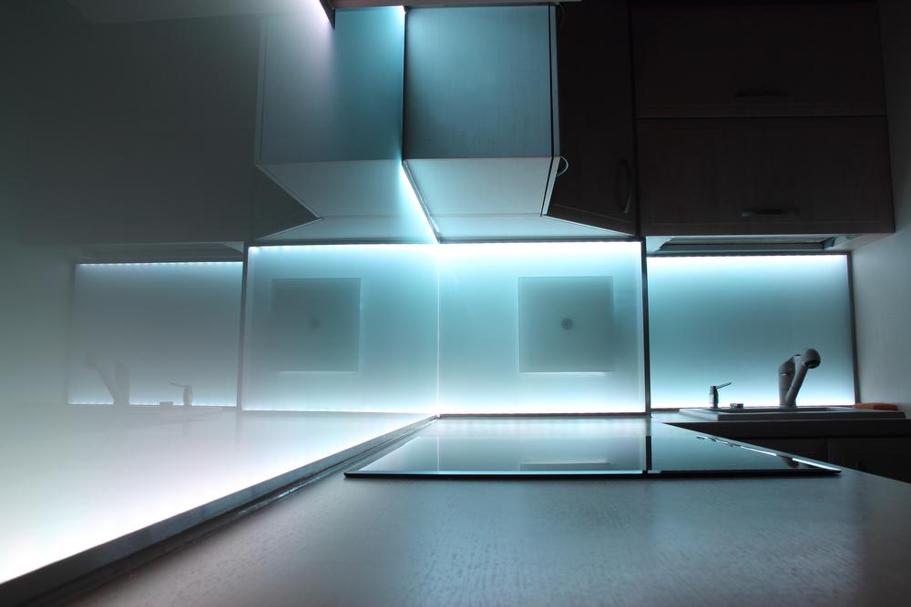 Quale striscia LED scegliere per la cucina?   Luciamo